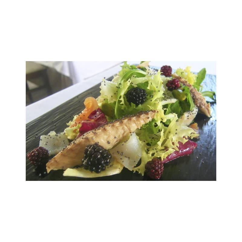 Makrelensalat mit Makrelenfilet in Olivenöl